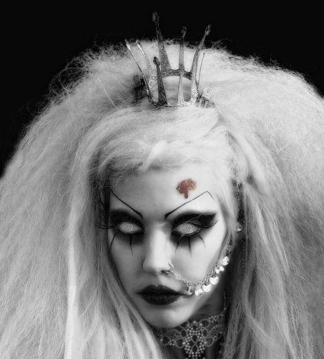 fec8d427e080b17e673be25b6749866f--halloween-makeup-vampire-gothic-halloween-costumes